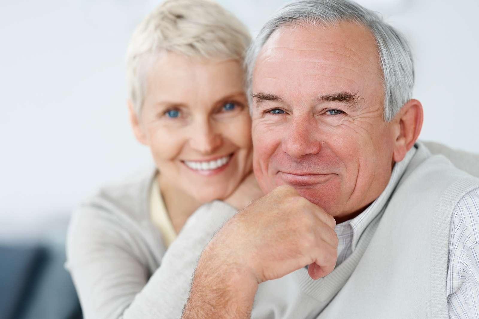 Should elderly people live alone?